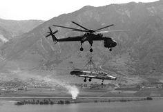 https://upload.wikimedia.org/wikipedia/commons/f/f3/CH-54_lifting_F-100A_to_Hill_AFB_1979.JPEG