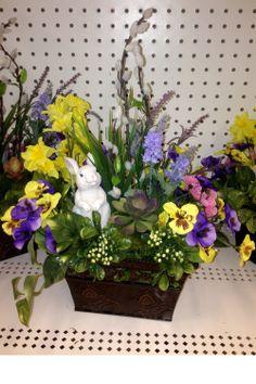 Spring Decorations, Flowers Decoration, Easter Projects, Easter Crafts, Easter Decor, Easter Ideas, Wedding Flower Arrangements, Floral Arrangements, Bowl Centerpieces