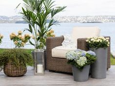 Slik planter du i krukkene Outdoor Sofa, Outdoor Furniture Sets, Outdoor Decor, Slik, Herb Garden, Planters, Herbs, Patio, Home Decor