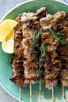 Greek Pork Souvlaki Is The Perfect Recipe For Grilling Grilling ; griechisches schweinefleisch souvlaki ist das perfekte rezept zum grillen grillen Greek Pork Souvlaki Is The Perfect Recipe For Grilling Grilling ; Grilling Recipes, Pork Recipes, Vegetarian Grilling, Tailgating Recipes, Healthy Grilling, Amish Recipes, Barbecue Recipes, Noodle Recipes, Meatloaf Recipes