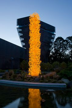 DALE CHIHULY  SAFFRON TOWER, 2008  30 x 5 x 5'  APRIL 1 - SEPTEMBER 28, 2008  DE YOUNG MUSEUM  SAN FRANCISCO, CALIFORNIA
