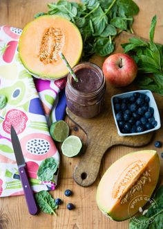 This refreshing, fruity smoothie is chockfull of antioxidants to help fight free radicals. I SimpleGreenSmoothies.com