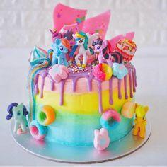 It's not my birthday but I still want this cake! #studiomuccisugarcrush via @riverashbakery #cake #birthdaycake #mylittlepony #mlp #pastel #unicornfood
