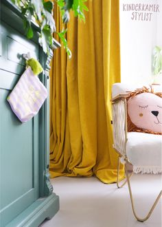 #Rib #gordijnen #corduroy #curtains | Kinderkamerstylist Kids Bedroom, Curtains, Home Decor, Ribe, Velvet, Blinds, Decoration Home, Room Decor, Draping