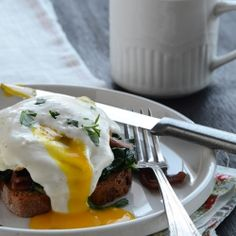 Benedict-Style Eggs with Sautéed Spinach {In 5 Minutes}----will test