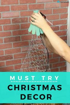 A woman buys 50 pairs of gloves for an insanely cute living room idea. Christmas Room, Diy Christmas Tree, Christmas Projects, Christmas Topiary, Christmas Trimmings, Christmas Decorations, Cute Living Room, Decoration Originale, Sewing Pillows