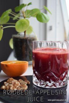 Friskpresset juice = flydende frugt og grønt, what's not to like. Her er den i allerbedste vinter kombination af appelsin, gulerødder og rødbeder. Så fej vinterblues langt væk med en omgang pink juice!   Skal juicen være streng low fodmap har jeg også et forslag til det på bloggen.