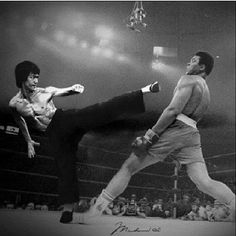 2 Greats: Bruce Lee (martial arts) and Muhammad Ali (boxing) Bruce Lee Frases, Bruce Lee Quotes, Brandon Lee, Muhammad Ali, Kung Fu, Muay Thai, Brice Lee, Foto Fantasy, Bruce Lee Martial Arts