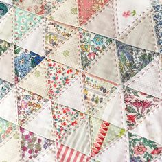 I appreciate this awesome patchwork quilts Patchwork Blanket, Patchwork Quilting, Scrappy Quilts, Mini Quilts, Baby Quilts, Diy Quilting, Quilting Ideas, Hexagon Patchwork, Japanese Patchwork