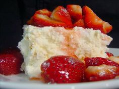 The Ultimate Strawberry Shortcake-base is angel food cake, cream cheese, powdered sugar whipped topping. Strawberry Shortcake Recipes, Strawberry Desserts, Köstliche Desserts, Delicious Desserts, Dessert Recipes, Yummy Food, Strawberry Wine, Strawberry Cheesecake, Frozen Desserts