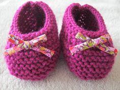 Chaussons ballerines bébé tricot laine fuschia et noeud liberty. : Chaussures bébé par bonnet-calin