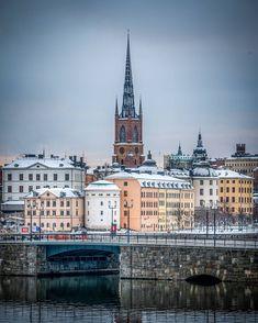 "karl on Instagram: ""Från Kungsholmen mot Riddarholmen... Känns som en medeltida kommentar 🤔 #stockholm #kungsholmen #riddarholmen #stockholm_insta…"" Stockholm, Karl, Cathedral, Building, Travel, Instagram, Pictures, Viajes, Buildings"