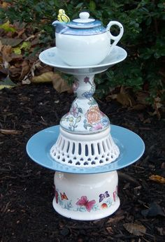 Shabby Chic Garden Decor | Shabby Chic Garden Decor Teapot & Honey Bee @Diana Avery | Party Ideas