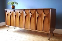 Mid-century furniture: This mid-century modern credenza will make a statement in your mid-century modern home decor #retrohomedecor #frenchmodernhome