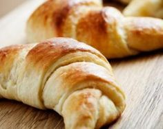 Croissant brioché diététique au yaourt 0% : http://www.fourchette-et-bikini.fr/recettes/recettes-minceur/croissant-brioche-dietetique-au-yaourt-0.html
