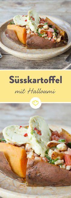 Käsig und würzig zugleich: Halloumi und Kräuterbutter machen die Süßkartoffel zur echten Kumpir aus dem Ofen.
