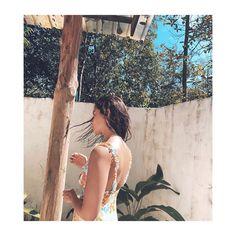 Alia Bhatt shares her idea of a perfect getaway, and it includes extra trees and extra sunshine ☀️ Cute Friend Photos, Cute Friends, Bollywood Celebrities, Bollywood Actress, Alia Bhatt Lehenga, Alia Bhatt Photoshoot, Casual Day Outfits, Kuch Kuch Hota Hai, Alia Bhatt Cute