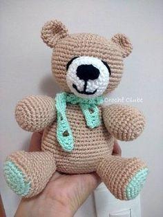 Ursinho de crochê é lindo, delicado e ótimo para presentear tanto meninos quanto meninas. Veja minha criação de urso e 3 receitas grátis de amigurumi urso.