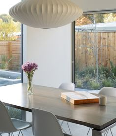 The large-scale Modernica Bubble Saucer Pendant looks fantastic in this California home - what do you think? http://www.nest.co.uk/browse/brand/modernica/modernica-bubble-saucer-pendant-lamp See more on Dwell.