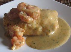 Merluza con Salsa de Gambas Fish Recipes, Seafood Recipes, Cooking Recipes, Healthy Recipes, Recipies, Tapas, How To Cook Fish, Seafood Dishes, Mediterranean Recipes
