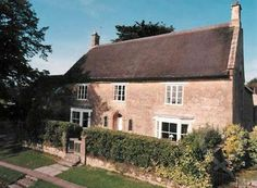 Cross Tree House  a 17th centry thatched farmhouse - Sleeps up to 22 - Lopen Somerset - self catering in Somerset. The Hen House - fabulous hen party accommodation. http://www.henpartyvenues.co.uk/cottage/som3360/Lopen/Cross-Tree-House/