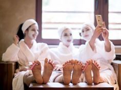 6 Chill Activities for the Spa Bachelorette Party of Your Dreams | TheKnot.com