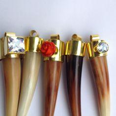 Mlo'S jewelry horns. Mariana López Osornio