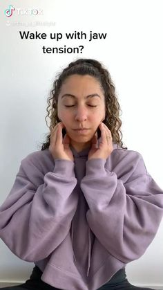 Try these simple release techniques to help with jaw pain & tension Tmj Massage, Face Massage, Jaw Pain, Neck Pain, Face Yoga Exercises, Stretches, Yoga Facial, Jaw Clenching, Massage Techniques