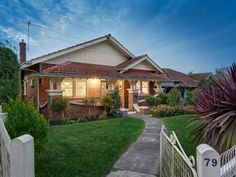 Californian Bungalow, love the verandah style