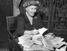 Agatha Christie tenía una pésima caligrafía... ¿Sabes por qué? http://www.muyinteresante.es/historia/preguntas-respuestas/por-que-era-tan-mala-la-caligrafia-de-agatha-christie-491418983665