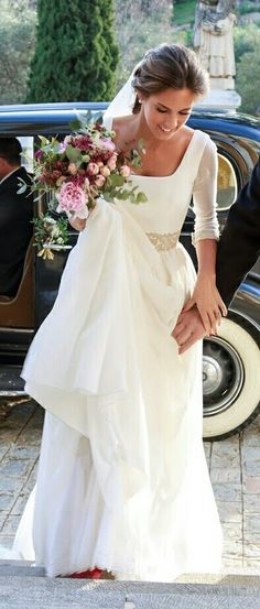Crepe and silk georgette, square neckline and embroidered at the waist and cuffs Elegant Wedding Dress, Chic Wedding, Wedding Bride, Wedding Styles, Wedding Gowns, Dream Dress, Bridal Dresses, Beautiful Dresses, Ball Gowns