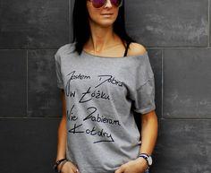 """t-shirt luźny """"JESTEM DOBRA W..."""" - AK-Creativo - Koszulki z napisami"""