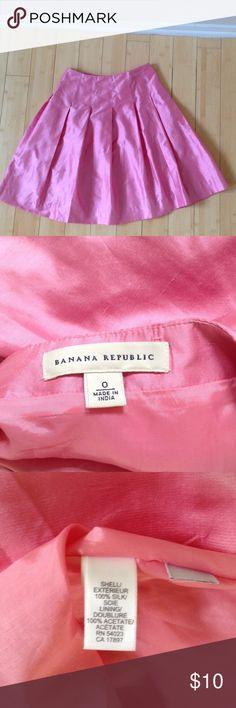 Banana republic pink silk midi skirt Gorgeous feminine skirt Banana Republic Skirts Midi