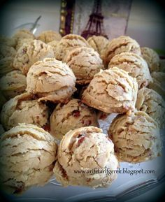 Bu guzel kurabiye tarifiyle tanismama vesile olan, Chicago'da ki gittigimiz ilk ev sahibesi sevgili Fatma'ya ait , birgun h... Cookie Desserts, Cupcake Cookies, Turkish Recipes, Ethnic Recipes, Biscuits, Sweet Recipes, Cake Recipes, Italian Cookies, Cake Bars