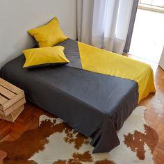 Cor e geometrismo para o seu quarto. Jogo de cama tamanho queen 1 Capa de Edredom (Duvet Cover) 2 Porta Travesseiros http://www.atricasa.com.br/pd-1529f7-conjunto-capa-de-edredom-queen-triangulos-01.html?ct=5c951&p=1&s=1