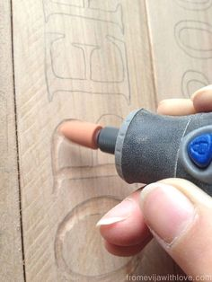 What do those Dremel bits do? Dremel Tool Projects, Easy Craft Projects, Wooden Crafts, Diy Wood Projects, Diy Crafts, House Projects, Craft Ideas, Wood Burning Crafts, Wood Burning Art