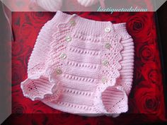 Diaper Cover: I think this one Knitting For Kids, Baby Knitting Patterns, Crochet For Kids, Knitting Projects, Crochet Baby Shoes, Crochet Baby Clothes, Knit Crochet, Baby Vest, Diaper Covers