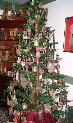Antique feather tree with pink ornaments  from a Wisconsin private collection  http://www.hometraditions.com/antique_christmas_in_wisconsin_s/1949.htm