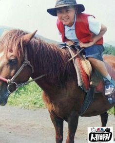 Un libro entero dedicado a Boo Seungkwan de Seventeen. Mingyu Wonwoo, Woozi, Old Pictures, Baby Pictures, Morning Rain, Sunday Morning, 17 Kpop, Boo Seungkwan, Seventeen Debut