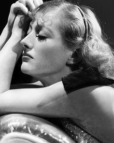 Joan Crawford - Photo by George Hurrell (1933)