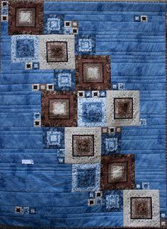 Decke Patchwork Aya & Saori  Die Decke in den kontrastreichen Farben blau, beige und braun (ca. 1,35 x 1,90 m) wurde aus hochwertigen Patchwork-Stoffen aus 100% Baumwolle im Log Cabin von unseren...