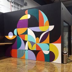 An interesting graphic and abstract mural. This colourful design pops out of its surroundings. Discover more mural and art projects on the Treepack website. Office Mural, Office Walls, Office Art, Small Office, Wal Art, School Murals, Mural Wall Art, Paint Designs, Wall Art Designs