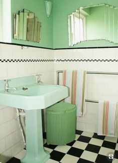 See all our stylish art deco bathrooms design ideas. Art Deco inspired black and white design. Art Deco Bathroom, Bathroom Vanity Tops, Bathroom Interior, Bathroom Cabinets, Bathroom Ideas, Bathroom Hacks, Bathroom Canvas, Art Deco Mirror, Bathroom Storage