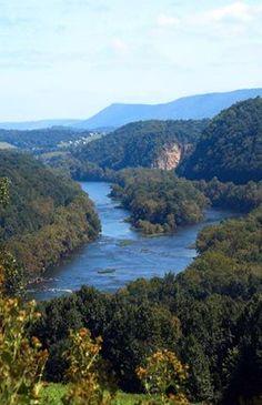 New River, Virginia Looking up river towards Pembroke in Giles County, VA