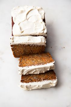 Honey Carrot Banana Loaf - A lightly spiced cross between a delicious carrot cake and decadent banana bread - all sweetened with honey and no refined white sugars. Just Desserts, Delicious Desserts, Dessert Recipes, Yummy Food, Desserts With Honey, Autumn Desserts, Raw Desserts, Party Recipes, Honey Carrots