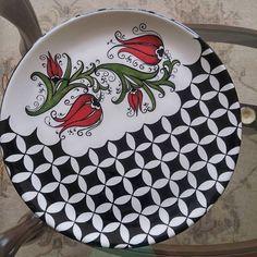 Hand painted roses on china – Artofit Ceramic Decor, Ceramic Clay, Ceramic Plates, Pottery Plates, Glazes For Pottery, Pottery Painting, Ceramic Painting, Pasta Art, Decoupage Plates