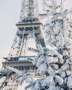 Explore the most beautiful places in Paris ▶ . I ❤ Paris. 📷 Photo by 👏 Paris Winter, Paris Snow, Christmas In Paris, France Winter, Tour Eiffel, Torre Eiffel Paris, Paris Eiffel Tower, Paris Pictures, Paris Photos