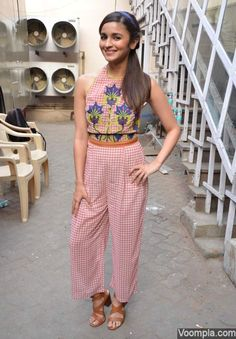 Alia Bhatt channels retro in Nida Mahmood halter top and trousers - styled by… Bollywood Fashion, Bollywood Actress, Star Fashion, Fashion Outfits, 30 Outfits, Fashion Pants, Dress Outfits, Fashion Ideas, Women's Fashion