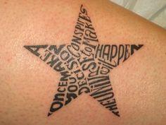 fünfzackiger Stern als Tattoo-Motiv, gefüllt mit Buchstaben
