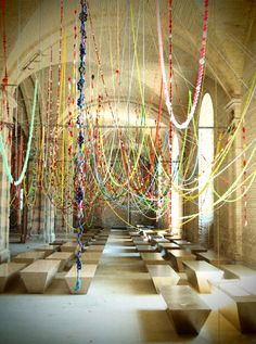TRILBY FAVE Love this composition for a large scale flower garland installation. installation by Choi Jeong-Hwa